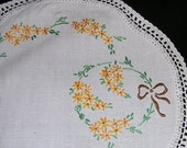 Vintage Linen ...Hand Embroidered Lace Edged Doily Doiley Daisies and Bows