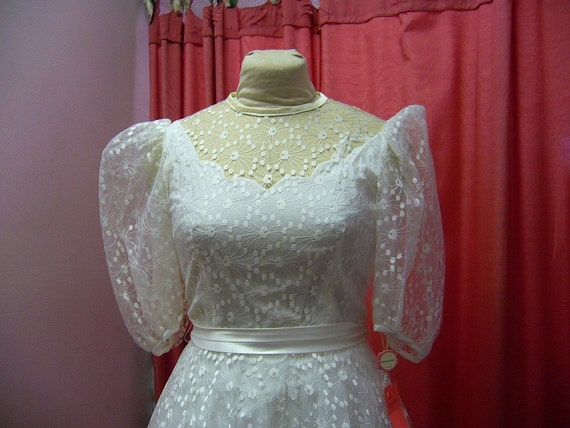 RESERVED 1970s White Lace Cottage Wedding Dress Size S