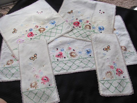 Set of Beautifully Embroidered Vintage Table Linens Matching