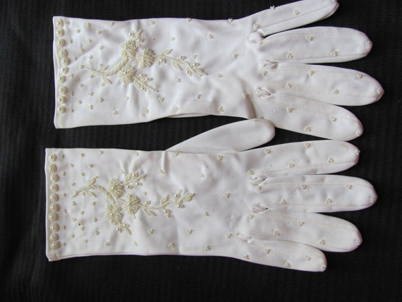 Beautiful Soft White Beaded Ladies Gloves 11 Inches Long