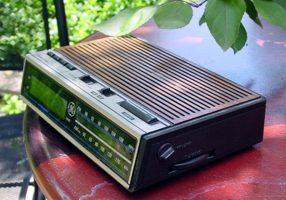 Vintage General Electric Digital Alarm Clock Radio
