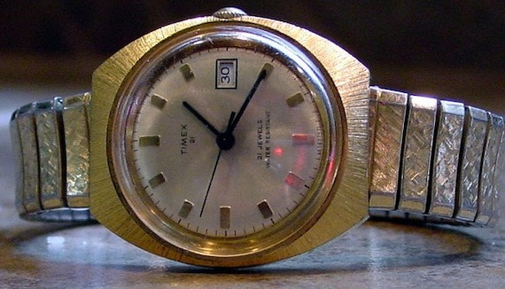 Vintage 1970's Mens Gold Tone Timex Watch with Speidel Band Manual Wind Runs GREAT