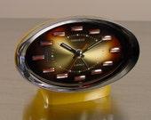 Desk Clock, Space Age Design Mid Century Modern 1960s 1970s. Modernist. Sleek. Cool.