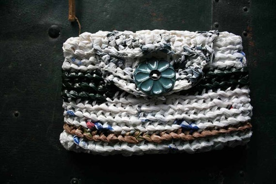 Plyarn handbag with flower button