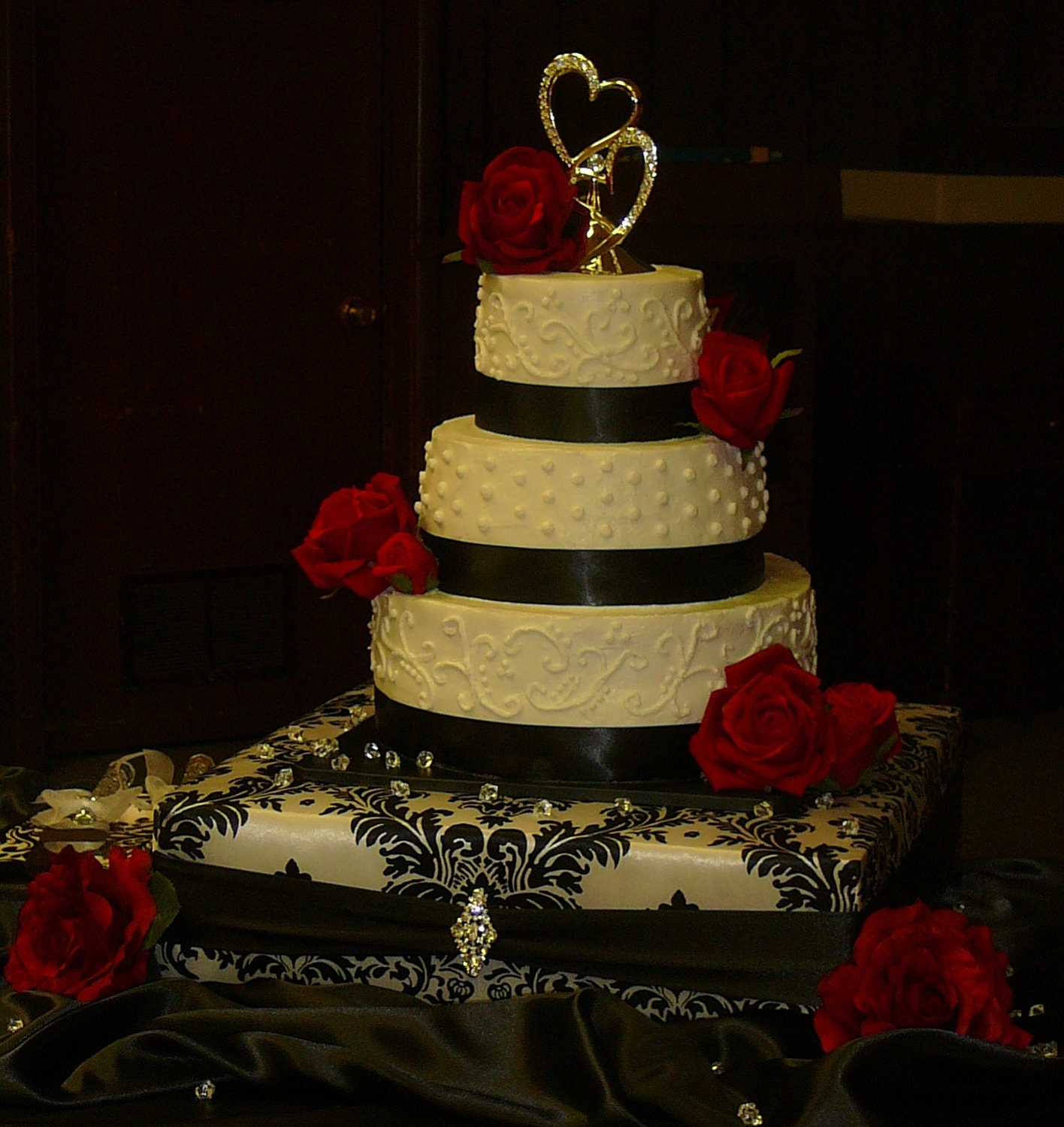 custom made wedding cake stands custom made wedding cake stand damask with black accent 18 x 13216