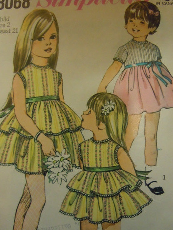 Darling Little Girls Vintage Dress sewing pattern Simplicity 8068 Size 2 1967