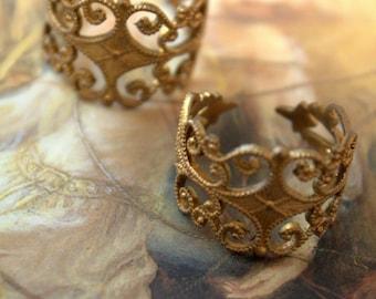 2 Vintage Old Brass Art Deco Filigree Rings