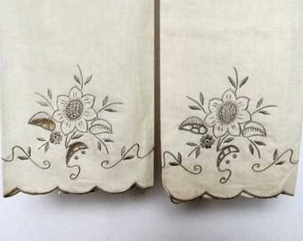 Vintage Ecru Pair of Sunflower Guest Towels