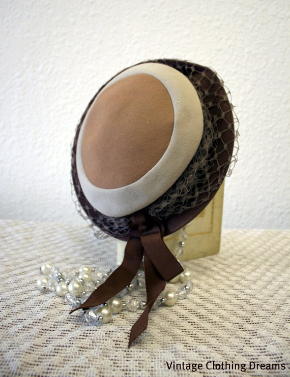 Vintage 30s Hat 1930s Gatsby Art Deco Hat with brown and ivory bullseye polka dot design plus a brown veil and grosgrain ribbon 10-23