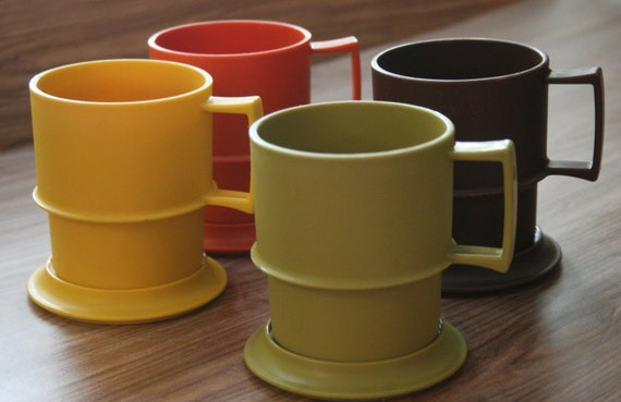 Set of Tupperware Plastic Mugs with Lids/Coasters