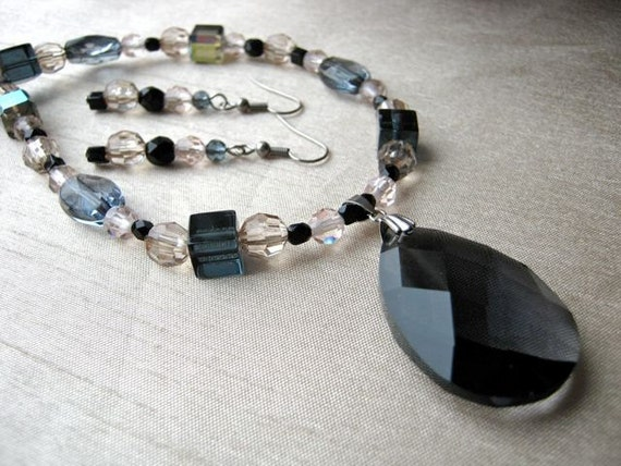 Soft pink & black necklace and Earrings Set - black pendant, simple, delicate