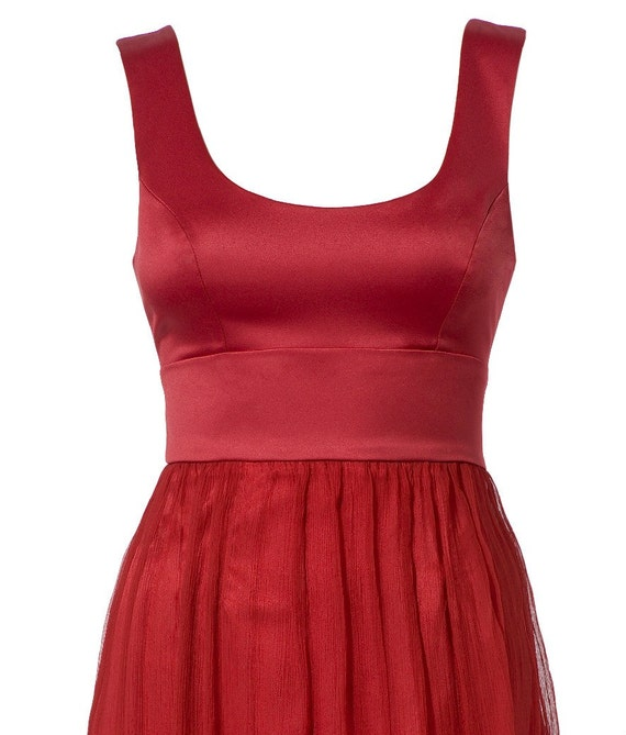 Feel and look amazing in this stunning RED Marilyn dress