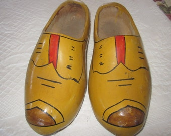 vtg dutch shoes, large painted wood shoes, wooden shoes