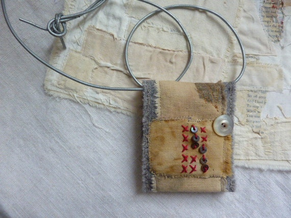 Memory mail - a treasure keeper fiber necklace