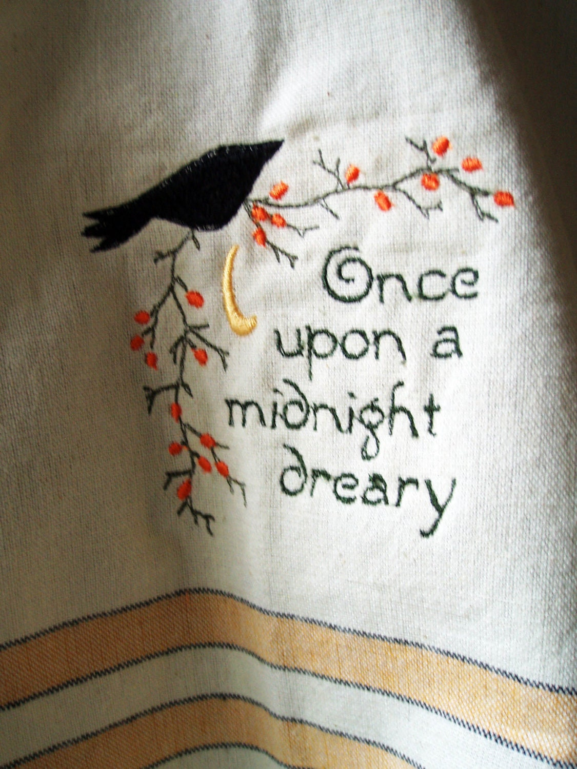 edgar allen poes the raven The raven – edgar allan poe once upon a midnight dreary, while i pondered, weak and weary, over many a quaint and curious volume of forgotten lore, while i nodded, nearly napping, suddenly there came a tapping, as of some one gently rapping, rapping at my chamber door.
