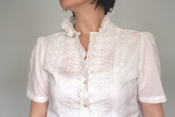 SALE-Vintage eyelet blouse- white flower shirt- med- large-