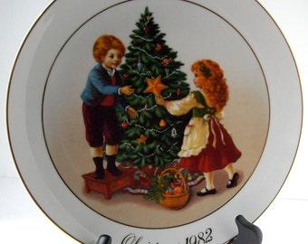Vintage Avon Collector Plate 1982  Avon Calling