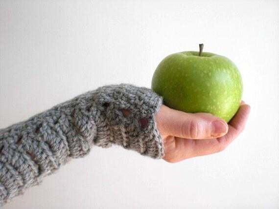 Crochet wool wrist warmers / soft / gray heather / rustic / autumn winter chic / romantic / practical / pure new wool / light grey