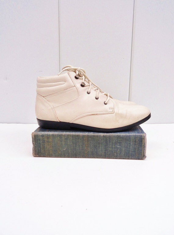 Cream Lace-Up 1980s Ankle Boots--womens size 7.5