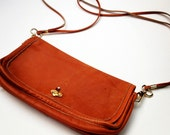 brown leather cross body bag, 1970s  /  caramel with heart clasp  /  simple street chic
