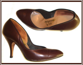 Vintage 1950s 50s Brown Size 4B pumps Stiletto heels Rockabilly Swing Pinup Bombshell Garden Party Office Wedding Career Designer Dress