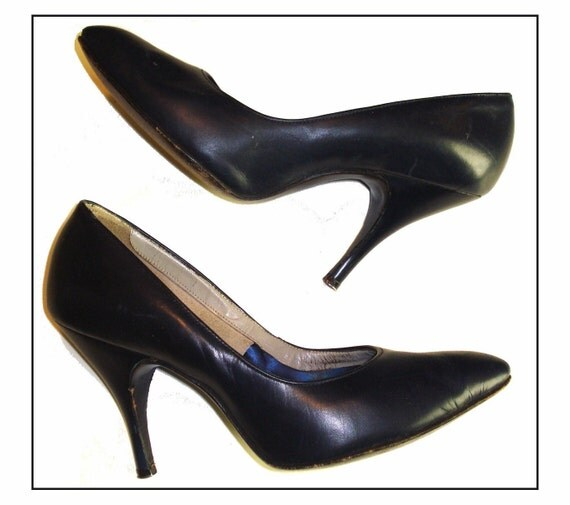 Vintage 1950s 50s Navy Blue Size 4 1/2B pumps Stiletto heels Rockabilly Swing Pinup Bombshell Garden Party Office  Career Designer Dress