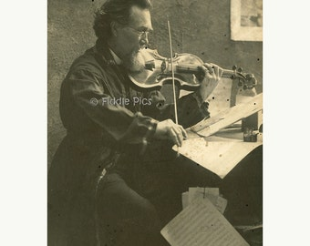 Old Photo   Violinist   Musician   Bearded Man Playing Violin   Antique Violin