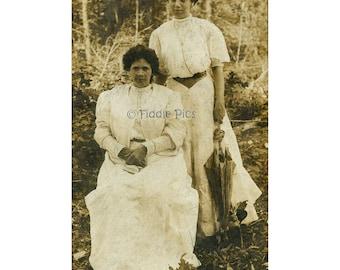 Vintage Photograph | Edwardian WOMEN c1910 | Summer Attire, Parasol