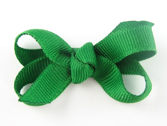 Baby Hair Bow in Kelly Green - Extra Small Boutique Bow On Mini Snap Clip for Fine Hair Newborn to Toddler - Non Slip Barrette mm