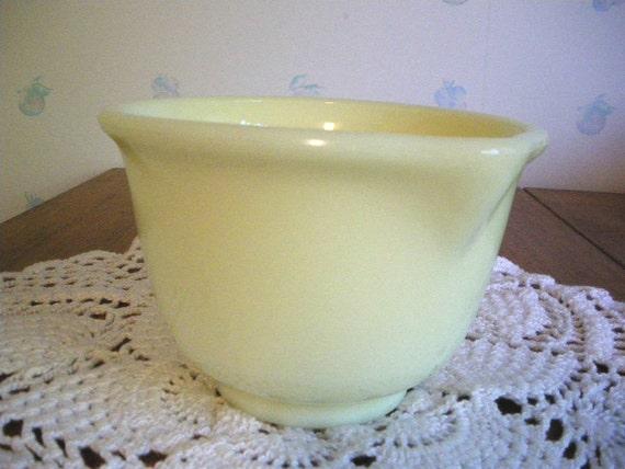 Vintage Hamilton Beach Bowl with Pouring Spout Custard Yellow