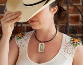 "CREAM ""JOY"" Pendant necklace with swavorski crystals"