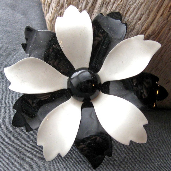 Metal enamel flower pin 1960s