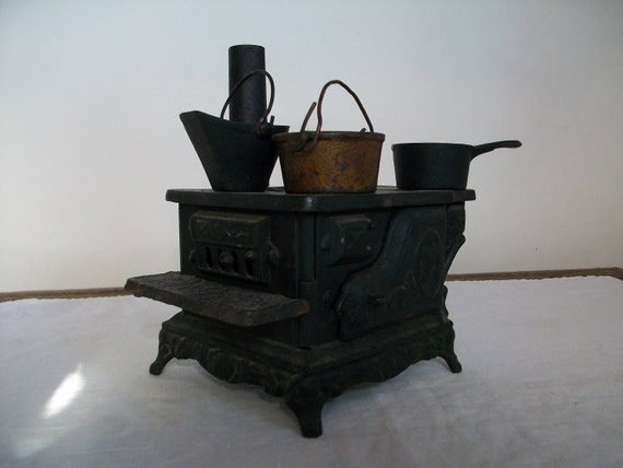 miniature dollhouse cooking stove  and pots - cast iron