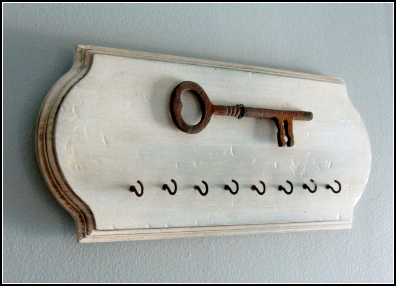 rustic key holder wall hook rusted wall decor. Black Bedroom Furniture Sets. Home Design Ideas