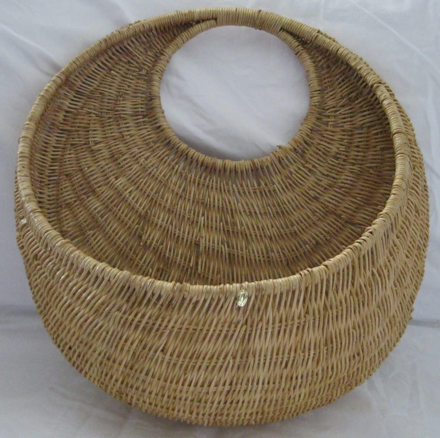Large rattan wall decor : Large round wicker basket with pouch wall hanging