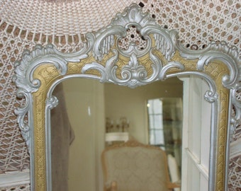 Wonderful Vintage Wooden Ornate Curio Shelf Wall Hanging With Mirrored Back