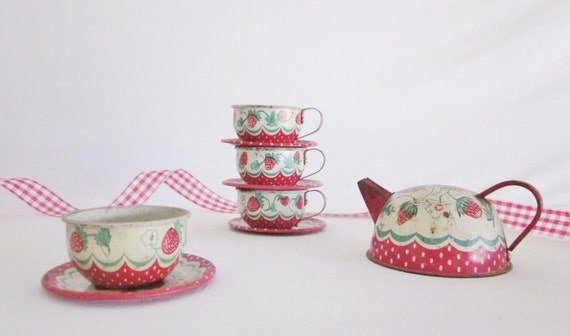 RESERVE  REserVE  Strawberry Wolverine Teapot Cups Sugar Bowl Kitchen 1950 Play Dishes Instant Collection