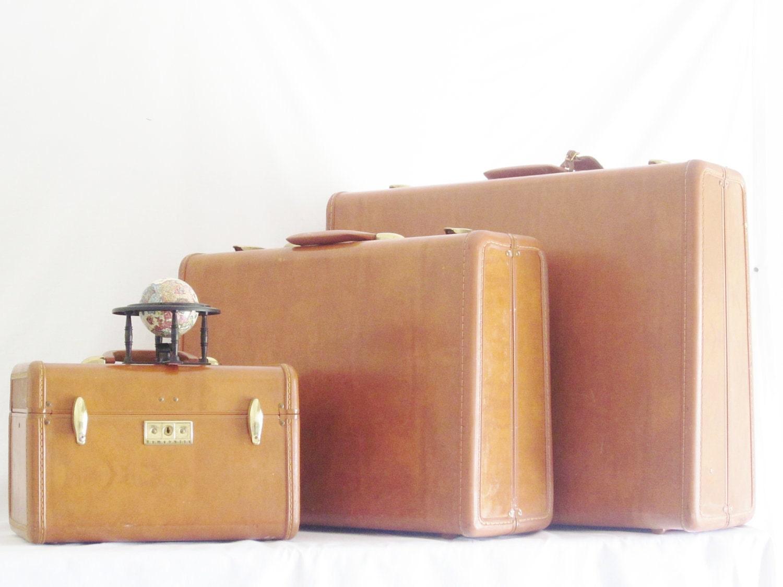 vintage samsonite luggage set vanity case honey golden brown. Black Bedroom Furniture Sets. Home Design Ideas
