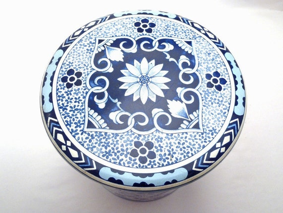 Vintage Delft Holland Tin Container with Lid Blue and White Design