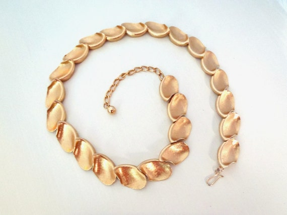 Vintage Gold Tone Necklace Signed Textured Petals on Goldtone Chain Costume Jewelry Classic Elegance