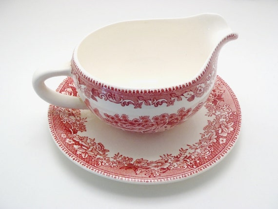 Vintage Wedgwood Pink Transferware Avon Cottage Round Gravy Boat with Attached Underplate