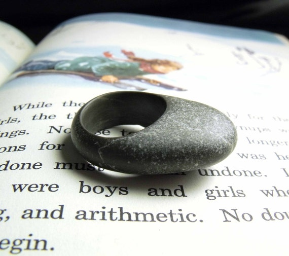 NATURAL GREY - hand-carved pebble ring size 5