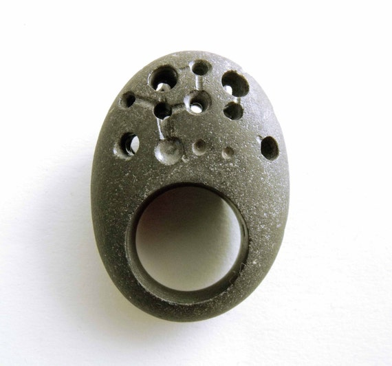 DOME WITH STARS - hand-carved pebble ring size 6