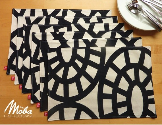 PLACE MATS x 8 Modern Black and White Graphic Pattern Table Setting