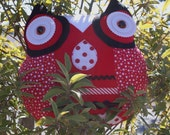 Red, Black and White Pin wheel Owl