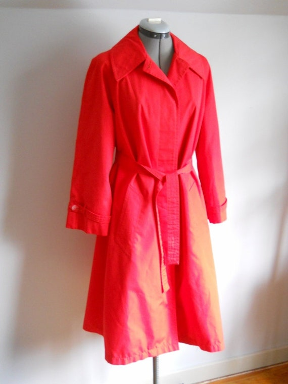 Sz.10 BRIGHT red trench coat