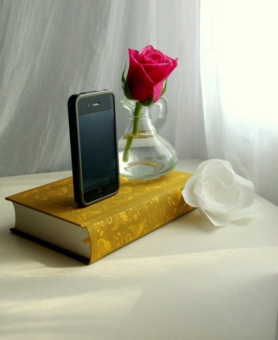 Jane Austen's Pride and Prejudice Book Charging Dock for iPhone and iPod