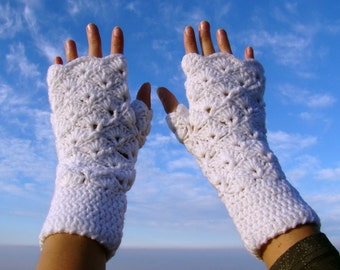Magic snow white shell pattern crochet mittens