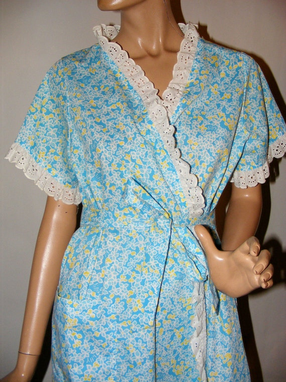 RESERVED for Jane Sloane Seaside Mornings Vintage 1960s-70 Lilly Pulitzer The Lilly Blue Cotton Print Lace Trimmed Robe L
