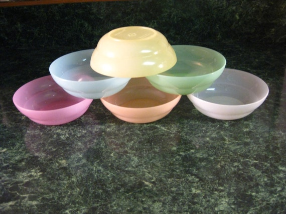 Vintage Tupperware:  Six Bowls Berry/Dessert